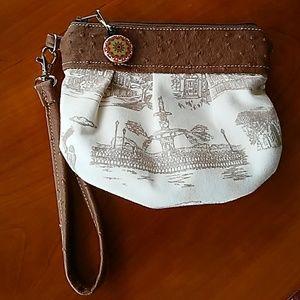 Handbags - GEORGIA WRISTLET!